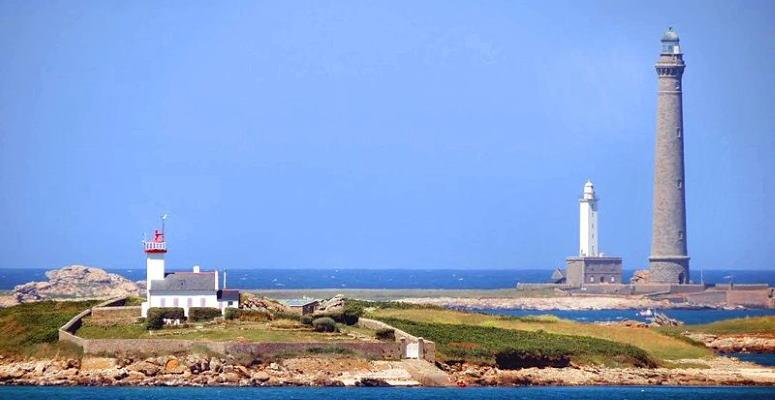 Île Vierge Lighthouse (source: Wikimedia/BOB2CH)